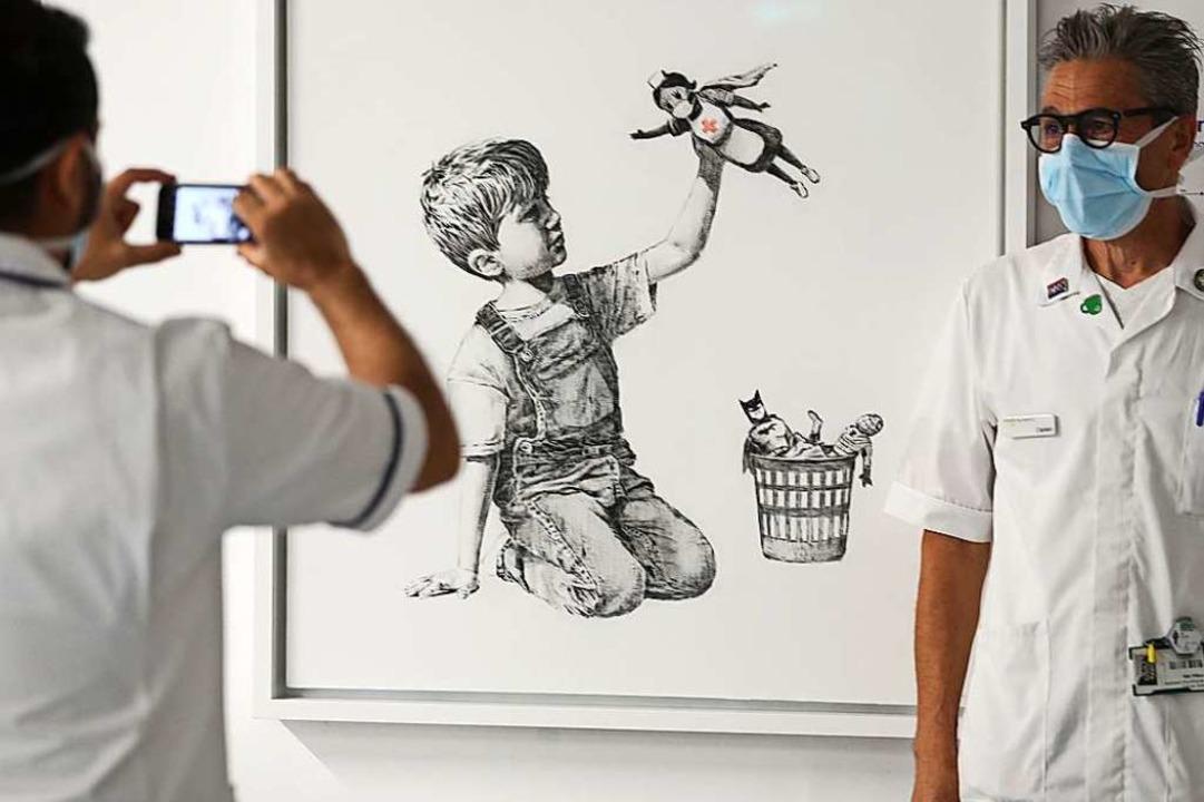 街頭藝術家班克斯(Banksy)用自己的方式感謝電暈危機的英雄們